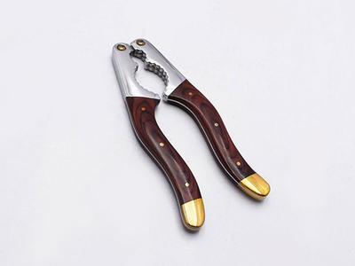 Walnut clamp/cracker with pakka wood handle CH046